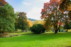 秋天在巨大捷克温泉渡假胜地Marianske Lazne Marienbad -捷克- [9月, 2017年11月] 库存照片