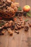 秋天在桌上的静物画蘑菇 免版税库存图片