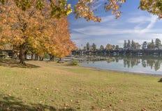 秋天在蓝色湖公园Fairview俄勒冈 免版税库存图片