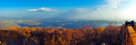 秋天在镜泊湖 库存图片