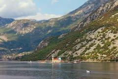 秋天在黑山 我们的岩石的夫人海岛  免版税库存照片