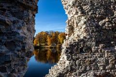 秋天在Koknese,拉脱维亚 免版税库存图片
