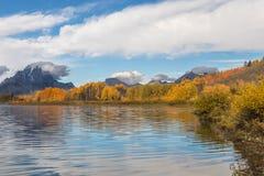 秋天在Oxbow弯的反射风景 免版税库存照片