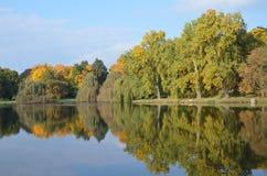 秋天城堡公园 免版税库存图片