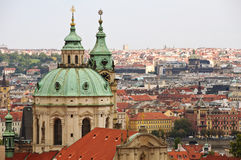 秋天城市视图,从Mala Strana,布拉格,捷克。 免版税库存照片
