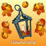 秋天套蜡烛台、叶子和苹果 免版税图库摄影