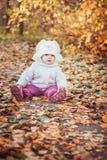 秋天女孩留给一点橙色室外 图库摄影