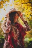 秋天室外时尚的妇女 库存照片
