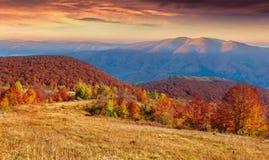 秋天山的全景。 免版税库存图片