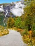 秋天山,瀑布,挪威 库存照片