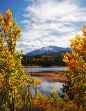 秋天岩石横向的山 免版税库存图片