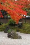 秋天庭院日语 库存照片
