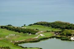 秋天彩色场标志高尔夫球沙子结构树 库存照片