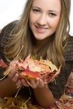 秋天微笑的妇女 库存图片