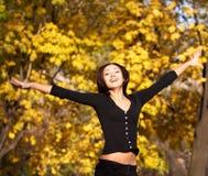 秋天快乐的妇女 免版税库存照片