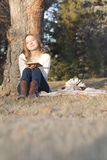 秋天愉快的妇女 库存照片