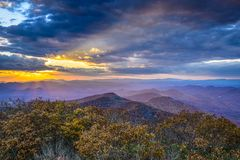 秋天日落在蓝岭山脉 免版税库存图片