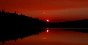 秋天日落在阿尔根金族公园 免版税库存图片