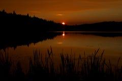秋天日落在阿尔根金族公园 免版税库存照片