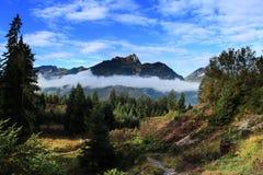 秋天早晨在阿尔卑斯 免版税库存照片