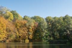 秋天明亮的颜色 免版税库存照片
