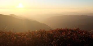 秋天晚上在喀尔巴阡山脉 库存照片