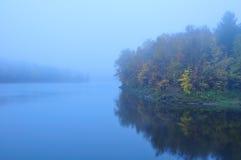 秋天有雾的有薄雾的池塘佛蒙特 库存照片