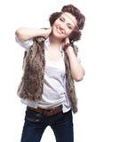 秋天服装的微笑的时尚妇女 免版税库存照片