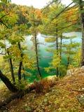 秋天桃红色湖Gatineau公园峭壁视图  免版税库存照片