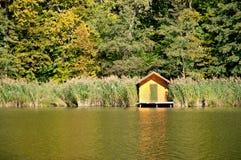秋天森林匈牙利湖一点 免版税库存图片