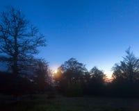 秋天森林小山山赤裸晚上顶层 免版税库存照片