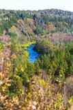 秋天横向 从岩石的看法在河Berd 库存照片