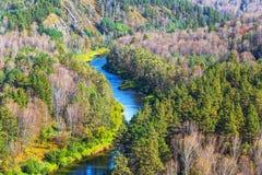 秋天横向 从岩石的看法在河Berd 库存图片