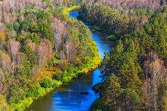 秋天横向 从岩石的看法在河Berd 免版税图库摄影