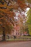 秋天比利时桥梁布鲁基教会 图库摄影