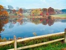 秋天池塘视图 图库摄影