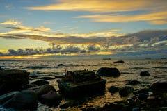 秋天波儿地克的夜间海运日落 免版税库存照片
