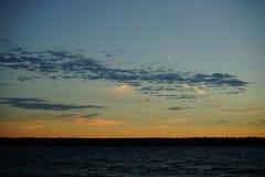 秋天波儿地克的夜间海运日落 图库摄影