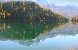 秋天湖反映 库存图片