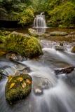 秋天瀑布,西部伯顿,约克夏,英国 免版税库存图片
