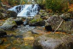 秋天瀑布 图库摄影