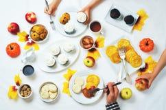 秋天甜点和烘烤庆祝家庭观念 免版税图库摄影