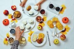 秋天甜点和烘烤庆祝家庭观念 免版税库存图片