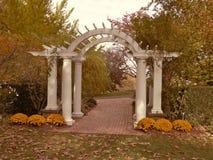 秋天的拱道 免版税库存照片