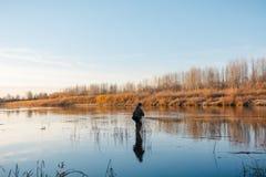 秋天的渔夫 渔夫在西伯利亚 免版税库存照片