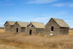 秋天的被放弃的老粮仓 免版税库存图片