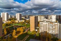 秋天的顶视图在Zelenograd区15,俄罗斯 免版税库存图片
