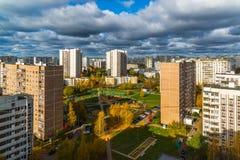 秋天的顶视图在Zelenograd区15,俄罗斯 免版税图库摄影