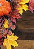 秋天秋天背景-与拷贝空间的垂直 免版税图库摄影