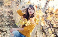 秋天纵向妇女年轻人 免版税图库摄影